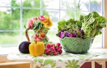 The Supermarket Gardener part 5:  Growing Food From scraps: 21 Foods You Can Grow From Garbage