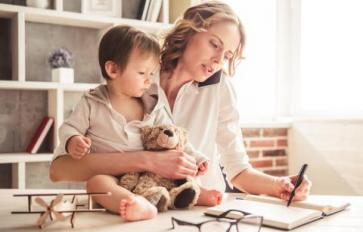 The Conflict Between Motherhood & Career