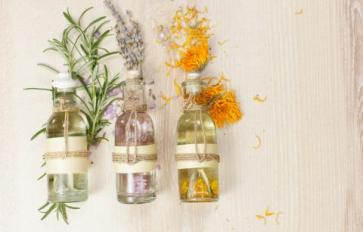 Essential Oil Essentials: Sunny, Natural Perfume Blends For Spring Scents