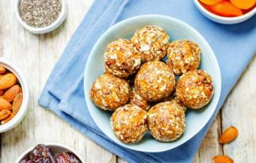 Simple, Raw Energy Ball Recipes With 5 Ingredients Or Fewer